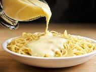 Куатро формаджи - сметанов бял сос за спагети със сметана и 4 вида сирене - горгонзола, фонтина, рикота, пармезан